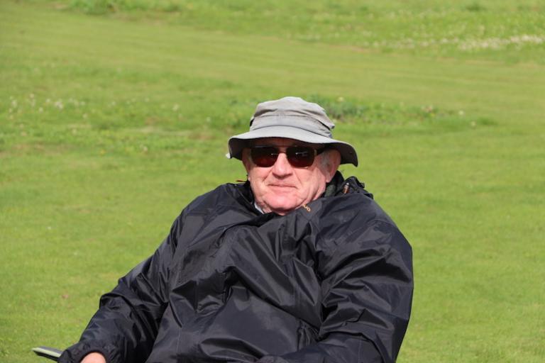 Jacques le chef d'équipe sous le soleil.